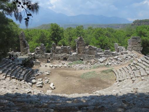 Teater dengan latar belakang pegunungan Bey yang indah