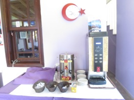 Mesin kopi otomatis di Marina Hostel