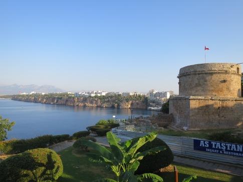 Hidirlik Tower, peninggalan bangsa Romawi yang berdiri menghadap Laut Mediterania