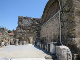 Halaman luar museum (palaestra)