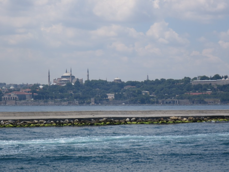 Hagia Sophia dari kejauhan