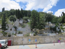 Kawasan bukit yang menjadi tempat pemakaman