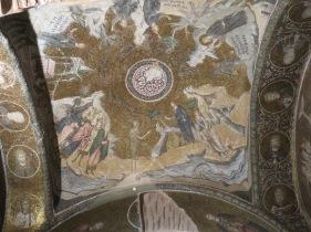 Langit2 gereja yang kaya dengan lukisan kisah Injil