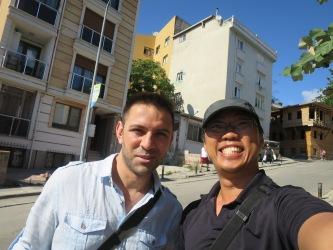 Selfie silau men bersama Ferid,teman baru merangkap tour guide