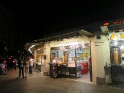 Toko kebab dan Islak Burger di Taksim Square