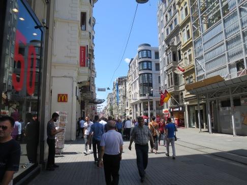 Istiklal Street di siang hari