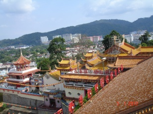 Pemandangan kompleks Kuil dari Pagoda