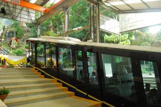 Furnicular train yang membawa kita naik ke Penang Hill