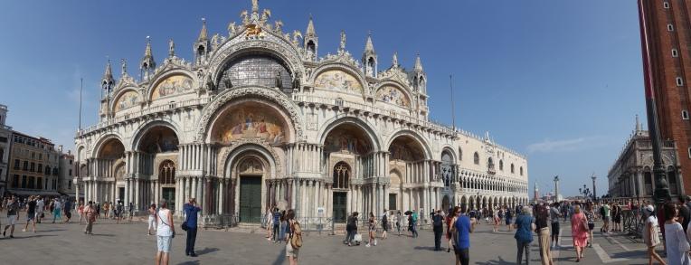 Basilica San Marco dengan 4 kuda tembaganya
