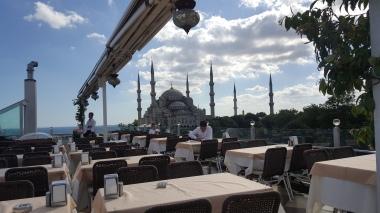 Blue Mosque yang tampak cakep banget dari sini