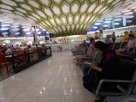 Bandara Abu Dhabi dengan struktur sarang lebahnya