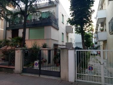 Rumah Rosella,host airbnb kami