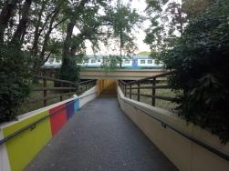 terowongan penyebrangan yang bisa dilewati oleh pejalan kaki dan sepeda