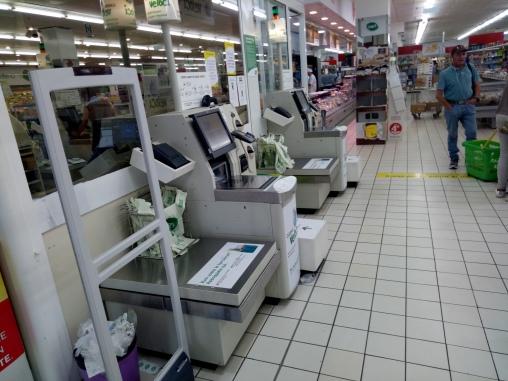 Supermarket di Treviso yang menggunakan kasir otomatis. Anda bisa membayar barang belanjaan dengan menscan barang belanjaan dan membayar sesuai belanjaan.
