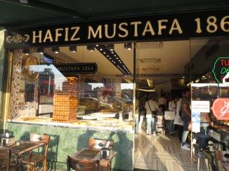 Toko lokum sekaligus cafe favorit di Istanbul