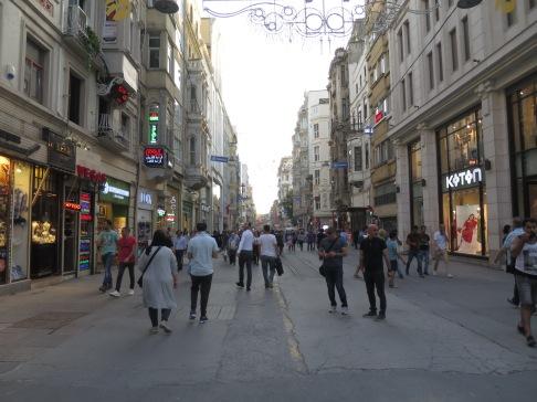 Istiklal Street tanpa Tram Nostalgia