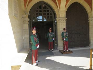 Para pengawal di San Marino dengan seragam kebesarannya