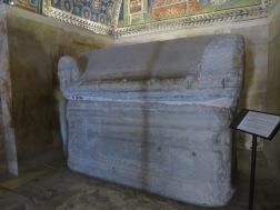 Sarkofagus yang kini sudah kosong