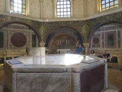 kolam baptisan yang dulunya digunakan untuk membaptis orang-orang non kristen yang baru percaya
