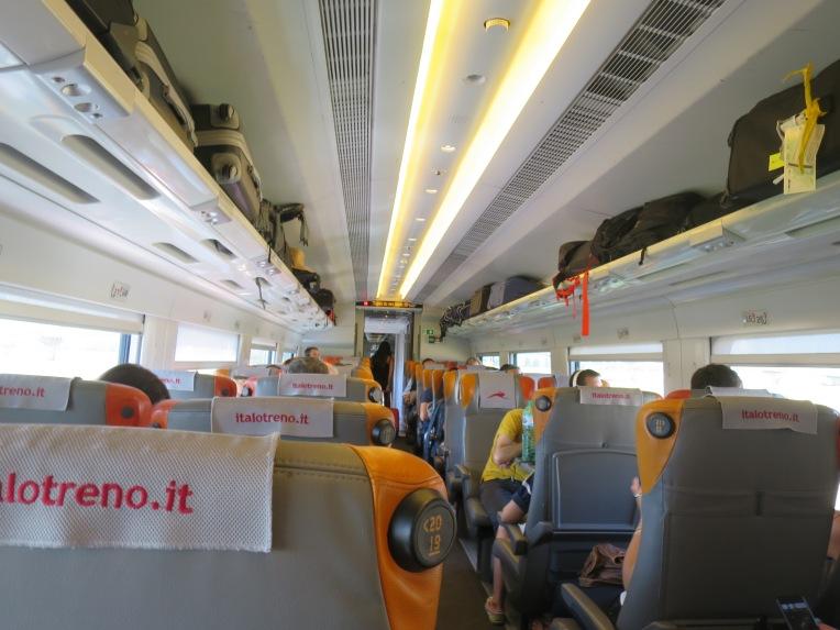 Interior kereta Italo kelas ekonomi