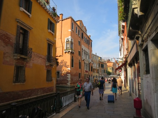 Menikmati suasana sore Venesia