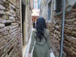 jalan-jalan di lorong Venesia
