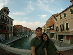 Pasangan bulan madu di Burano