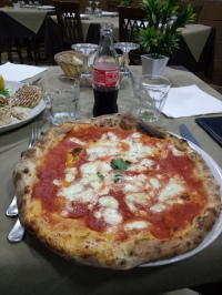 Pizza margherita, makan malam kami
