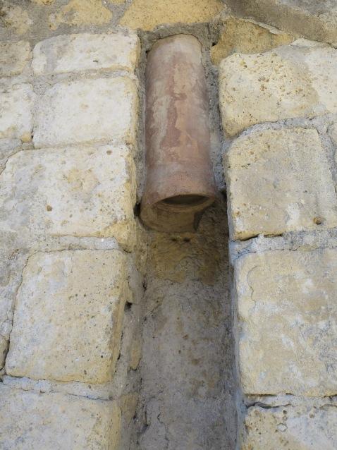 Pipa selokan yang terbuat dari terakota