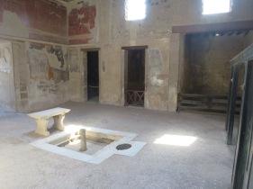 Bagian dalam sebuah vila di Herculaneum