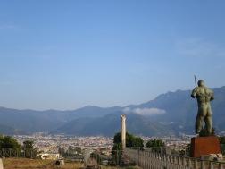Pemandangan kota Pompeii Modern dari reruntuhan kota Pompeii kuno