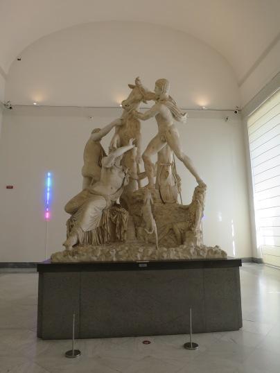 Bull of Farnese, patung pualam tertinggi di dunia