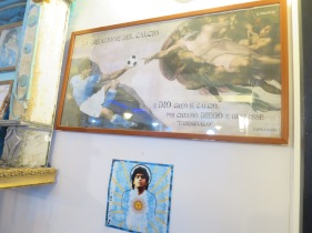 Lukisan Parodi Creation of Adam yang mengganti Adam dengan Maradona