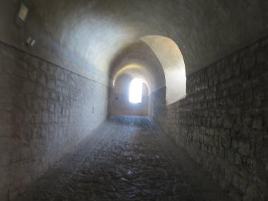 Bagian dalam kastil yang adem