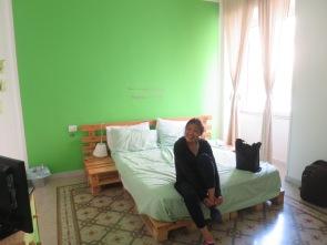 Si nyonya di kamar hotel kami di B&B La Mela