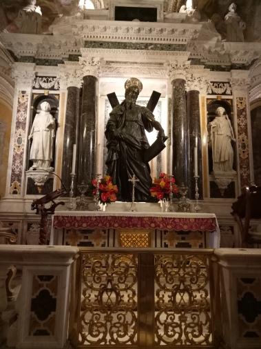 Altar tempat relik Rasul Andreas disemayamkan