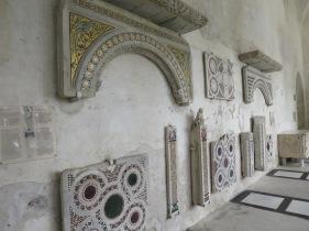 Beberapa fragmen bangunan gereja lama yang masih tersisa
