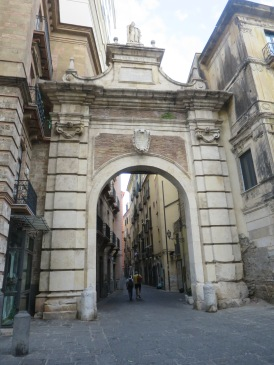 Gerbang di kawasan Centro Storico Salerno