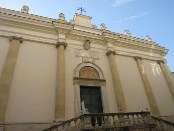 Pintu masuk kawasan Salerno Cathedral