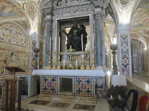 Patung Rasul Matius