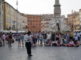 Michael Jackson KW beraksi di Piazza Navona
