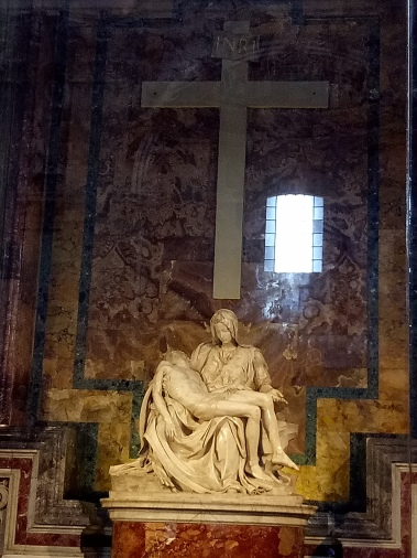 Pieta karya Michaelangelo