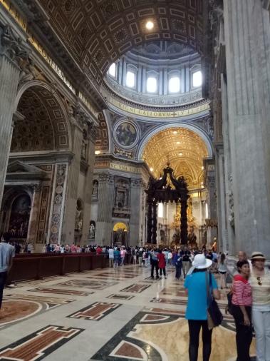 Interior Basilica St Peter yang agung