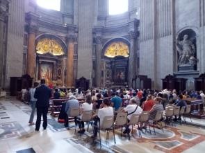 Jemaat yang sedang berdoa