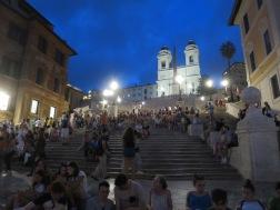 Spanish Steps dengan keramaiannya
