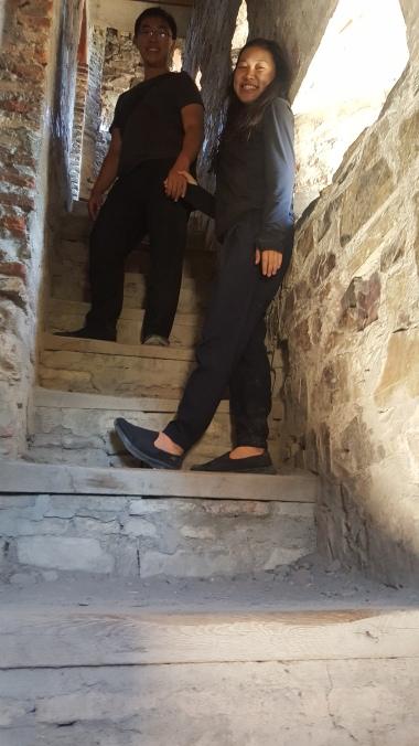 Di dalam menara benteng