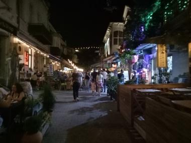 Kawasan Old Town memiliki banyak cafe dan restoran yang asik