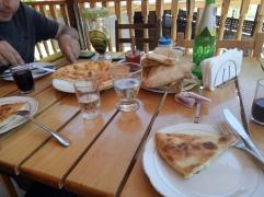 Sisa makan siang kami di Pasanauri