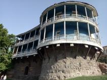 Bangunan antik yang sekarang sudah menjadi restoran dan hotel