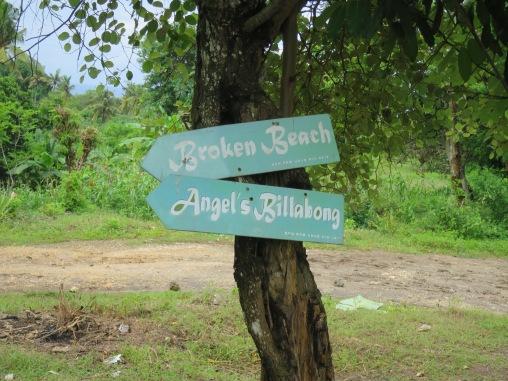 Penanda jalan menuju Angel's Billabong